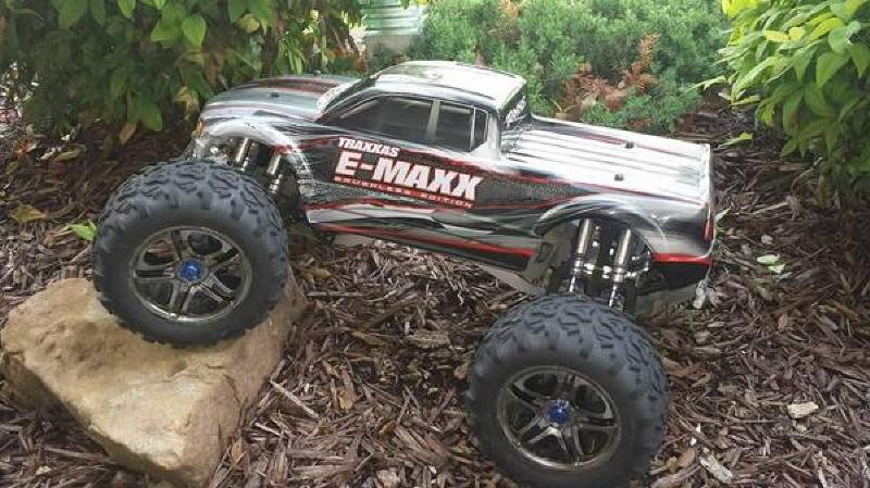 Traxxas E-Maxx Brushless Model